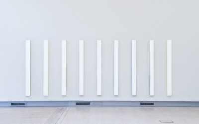 White Coloured Stripes, 2009 vinyl, akrylglas 190 x 570 x 4 cm (2)