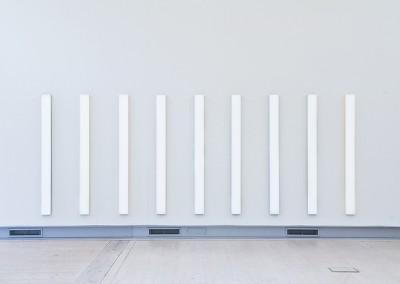 White Coloured Stripes, 2009 vinyl, akrylglas 190 x 570 x 4 cm (2)