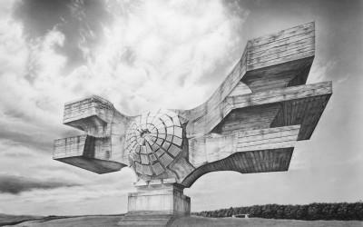 Monument to the People, 2014, blyerts och kol på papper, 110x136cm